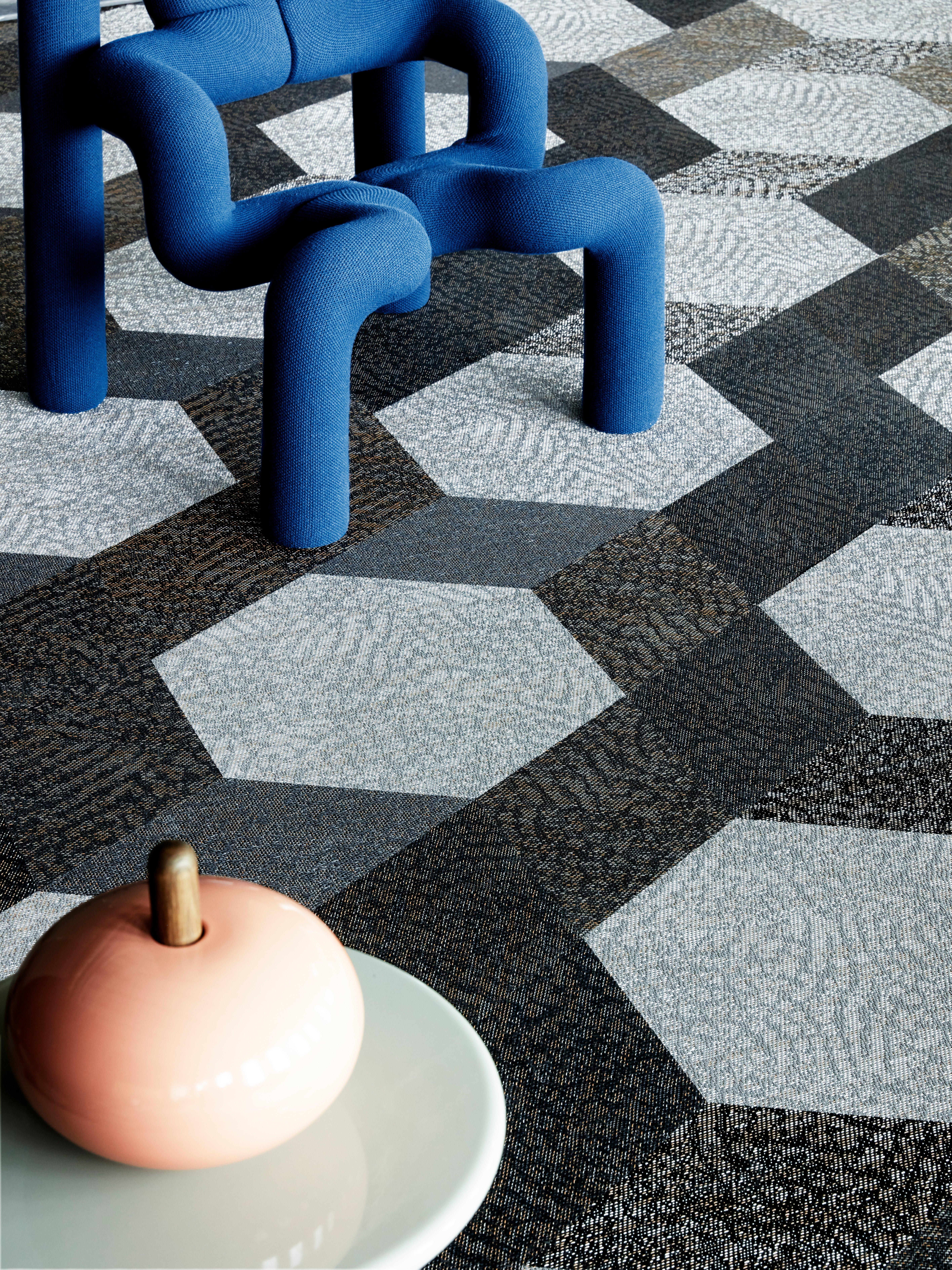 Bolon_Flooring_StudioTilesLink_Diversity_Buzz_Spice_Hexagon_Buzz_ChestnutClose