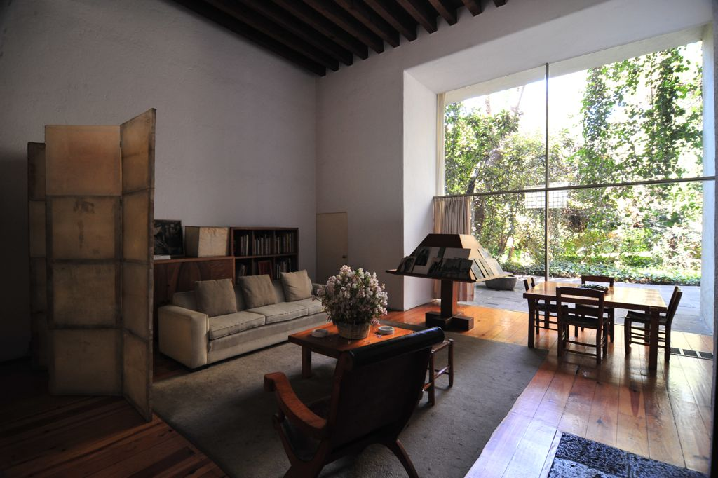 barragan_living_room